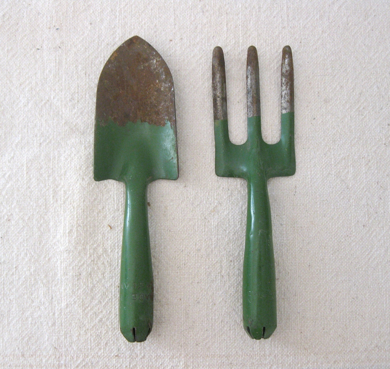 Vintage garden tools green shovel and fork metal hand tools for Gardening tools vintage