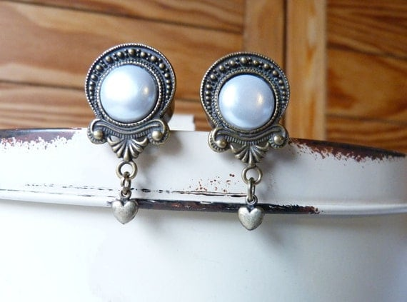 Victorian style plugs with faux pearl inlay and heart dangle