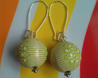 Vintage Lucite Green Floral Bead Silver-Plated Kidney Wire Earrings