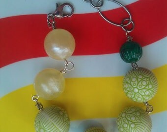 Vintage Lucite Green Flower and Yellow Beaded Bracelet with Silver-Plated Long-and-Short Chain with a Lobster Clasp
