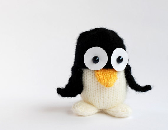 Penguin -knitting pattern (knitted round)