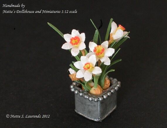 Dollhouse Miniature Paper Flowers 1:12 Narcissus planted in a genuine zinc flower pot (GF7)