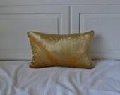 Gold Velvet decorative pillow - Errol (synthetic down insert)