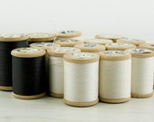 Vintage - Lot of 15 Jelie's FFR thread on a wooden spool - black and white thread
