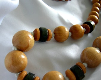 Natural and Dyed Wood and Faux Pearl Necklace - Unsigned - Vintage