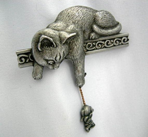 Silver Tone or Pewter Cat & Mouse Brooch Pin - Signed JJ (Jonette) - Vintage Circa 1980