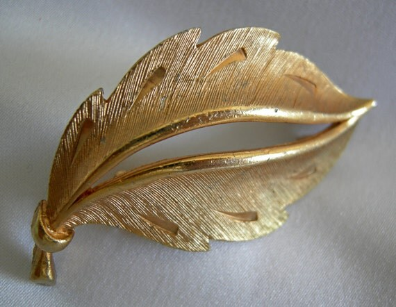Simple Gold Tone Leaf Form Brooch Pin - Signed JJ (Jonette) - Vintage 1960-1980