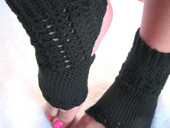 Divine H: Light and Lacy Hypoallerginc Yoga Socks crocheted with fine acrylic yarn