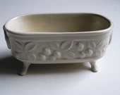 Lovely 'bath shaped' Holkham pottery dish on legs