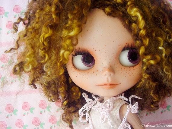 "One Customized OOAK Blythe Doll ""Curi-Curi"""