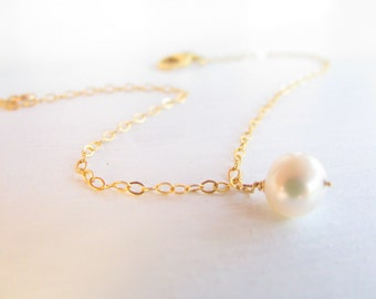 Pearl bracelet, gold bracelet, weddings, bridal bracelet, pearl jewelry, bridesmaid gift, simple bracelet gold
