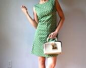 Green and white 1960's mod shift/ sheath/ tent/ empire waist a-line mini dress, size medium