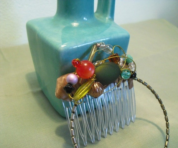 Haircomb-circle and rainbow bead boquet
