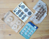 Vintage Fashion Supplies: Mixed Lot of Vintage Buttons // Vintage Plastic and Metal Buttons