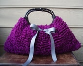 Knitted shoulder bag in fuschia with satin lining