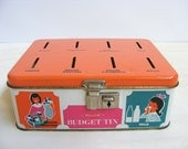 Vintage 1960s - 1970s retro Australian Willow budget tin / money box with key and tray - save your pennies to pay the bills