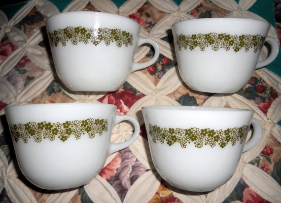 Set of 4 Vintage 1970s Green Crazy Daisy PYREX Milk Glass Corning Cups, Spring Blossom