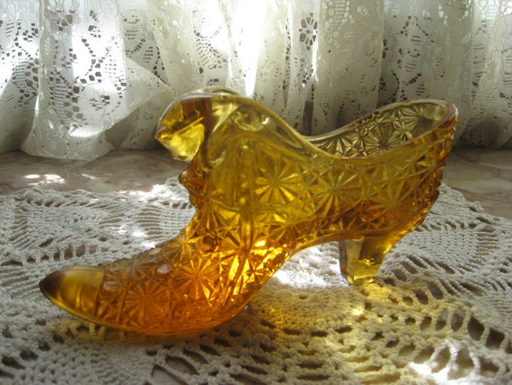 Fenton amber hobnail shoe with cat's head