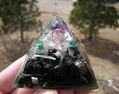 Chi-Pyramid -Small- Amethyst point,,Rose quartz and Malachite