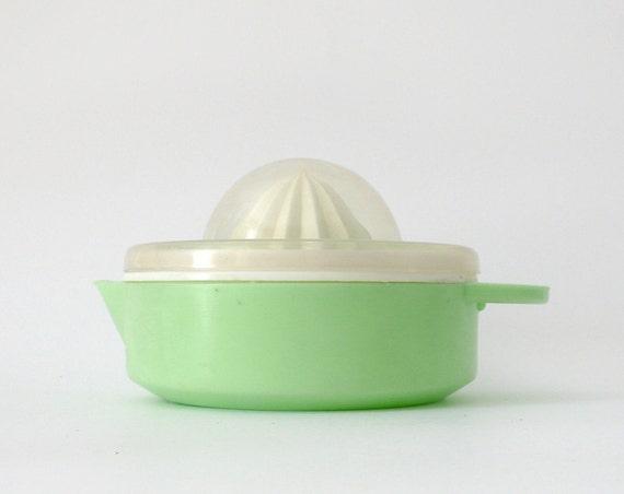 Vintage lemon squeezer reamer juicer green white plastic