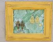 Distressed Yellow Painted Wooden Frame Earring Boards with Chicken Wire Green Blue Fabric Decoration Jewelry