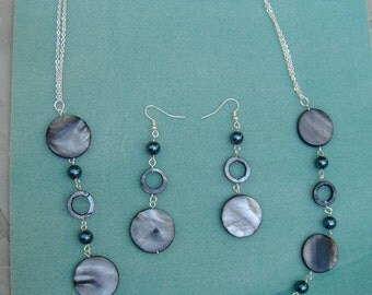 beautful blue shell and glass pearl necklace