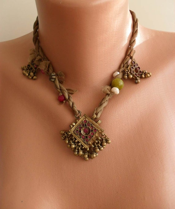 Mustard Necklace with Freshwater Pearls - Semi-precious gemstones - Silk - Speacial Design