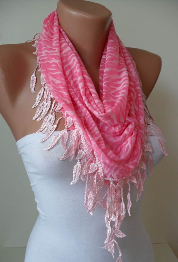 Pink Triangular Scarf with Lace Trim Edge Shaped Leaves - Leopard