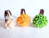 Shabby Chic Flower Rings Set of 3 - Linen, Nectarine & Apple Green - Vintage Inspired Adjustable Cocktail Rings - Rustic Boho Chic