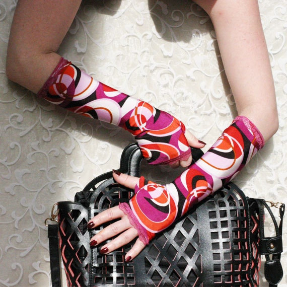 Retro  fingerless gloves with vintage geometric print & purple lace -  Arm Warmers Gothic Dark victorian