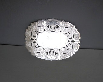 Vintage Wallace Silver Plated Oval Trivet