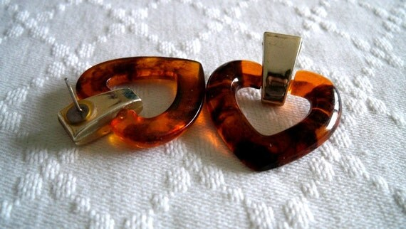 Tortoiseshell Pattern Heart Shaped Resin Earrings with Light Gold Attachment-Vintage 80s