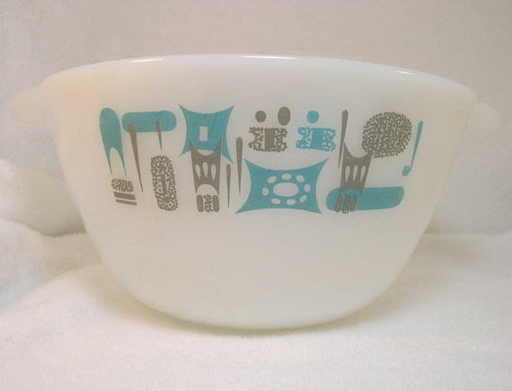 Fire King Blue Heaven 2 Quart Mixing Bowl in excellent vintage condition