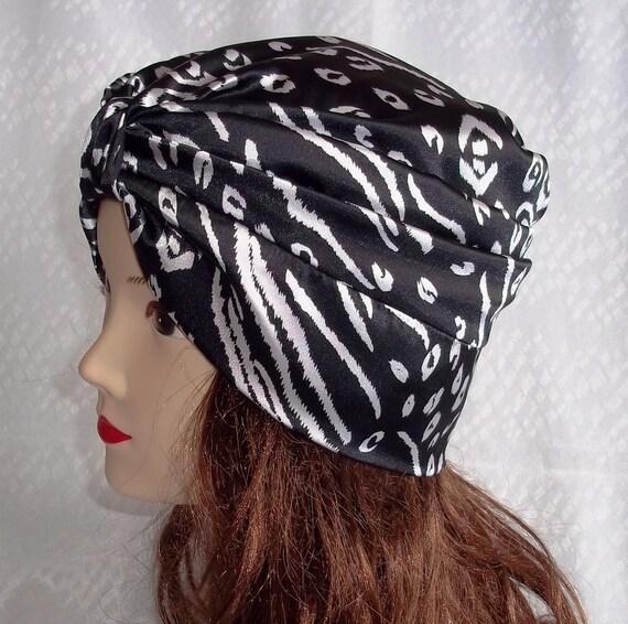 Satin turban hat in  black and white  print