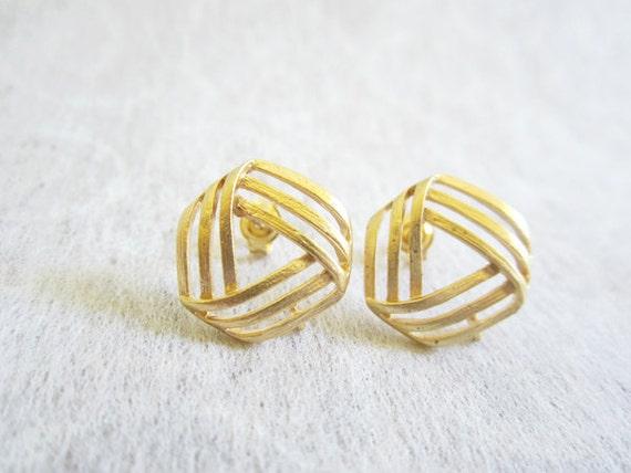 Geometric earrings, triangle Studs Earrings, Gold earrings, Small earrings.
