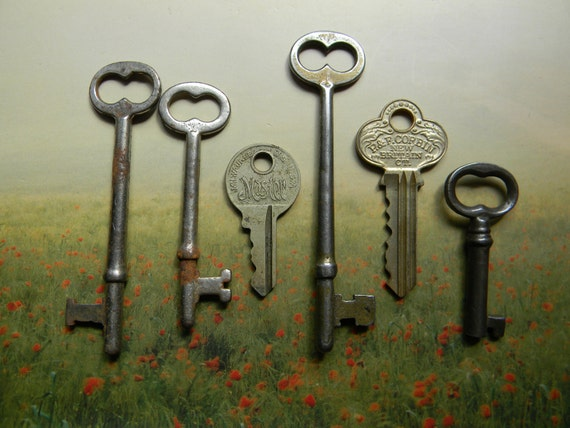 6 Antique Keys  4 Skeleton, 2 Brass Flat for altered art jewelry making soldering or steampunk use