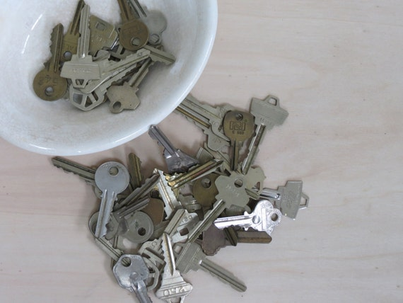 Set of 50 Vintage Keys, Industrial Decor, Artistic Projects, Brass, Metal