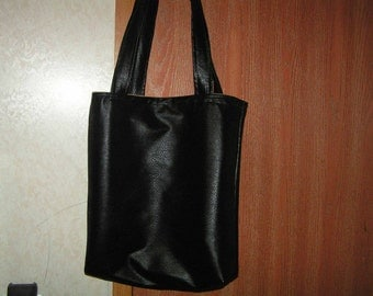 beautiful reversible faux leather hand bag black/beige
