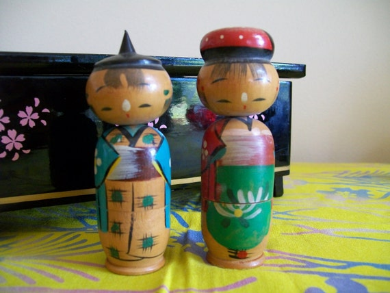 A Kokeshi Doll Couple that are Nesters
