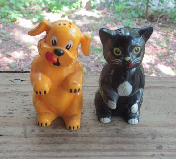 Fido and Fifi ken l ration salt and pepper shakers
