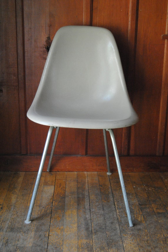 Eames Herman Miller Chair - Molded Fiberglass Mid Century Modern Industrial Mod Home Decor Decoration Seating Gray Taupe Office Living Room