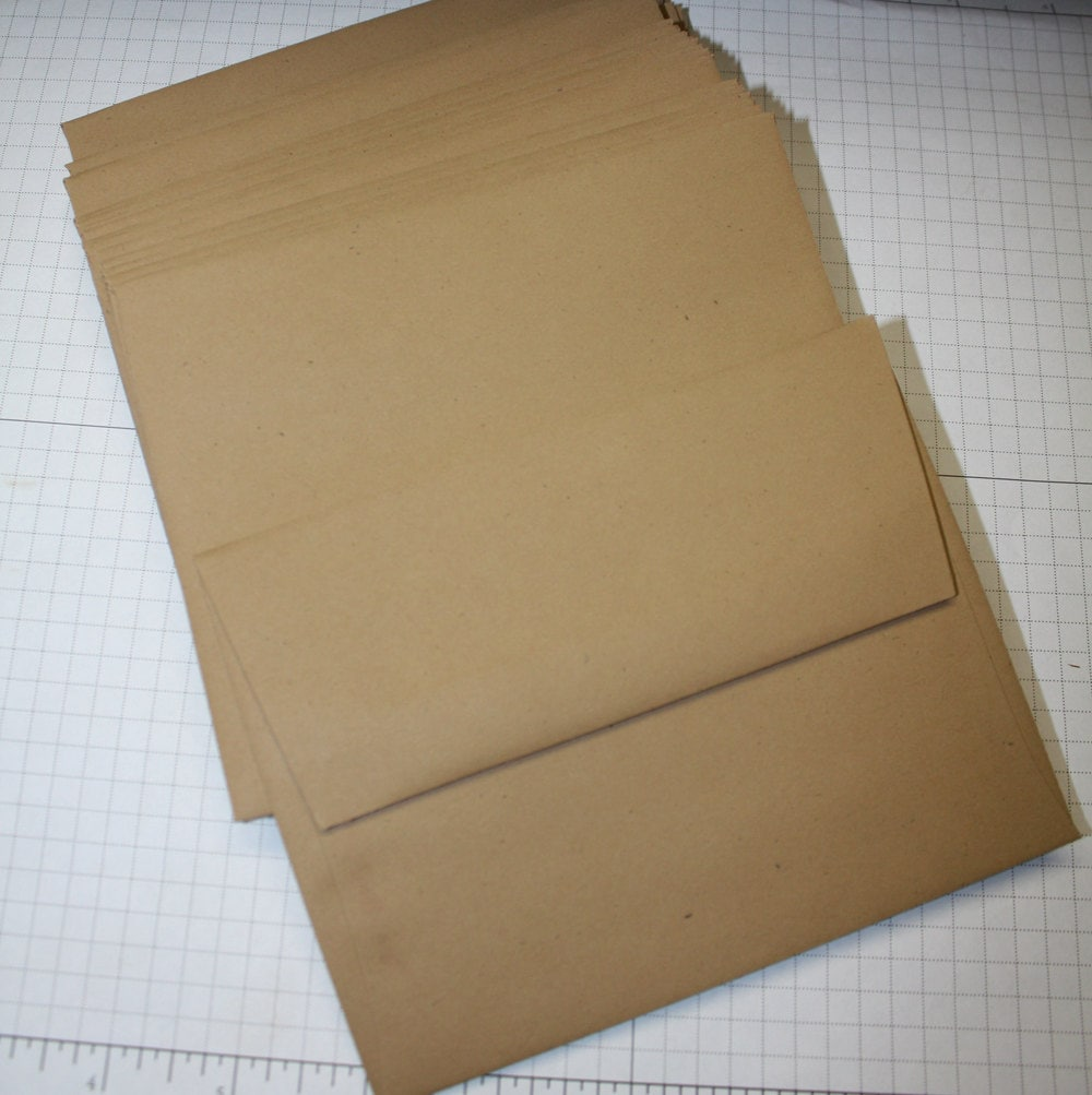 colored kraft paper The smooth side is idea for felt pen, finger painting and fine-line drawing lightweight kraft paper with dual-finished sides the other side has a toothy surface which handles chalk, tempera, watercolor or acrylic paints.