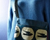 Denim tote bag with blue birds and one handle - Blue, white and black