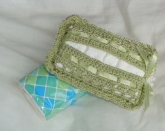 Facial tissue cover, crochet in a soft green 100% cotton yarn.
