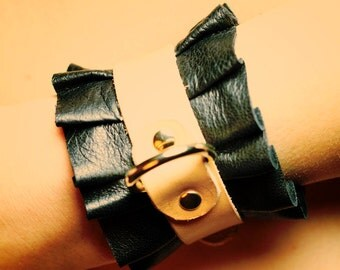 ROISSY cuffs d-ring  -soft natural  leather cuffs with pleated black napa leather-