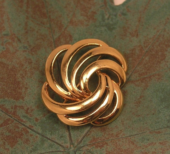 Vintage Brooch / Pin Napier Signed 1960s Gold Tone Metal