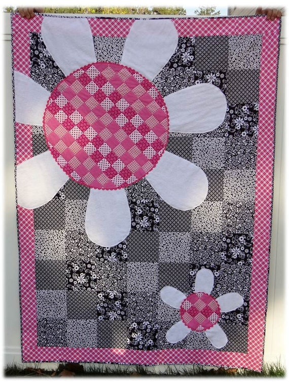 Adorable Amanda Herring's Whoopsy Daisy baby quilt.