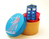 Doctor Who TARDIS small pin with Deluxe mystery gift box