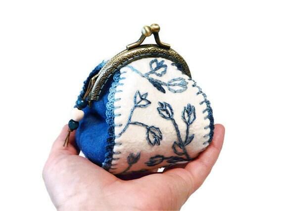 Felt coin purse Blue White Tulip hand embroidery Coin frame purse