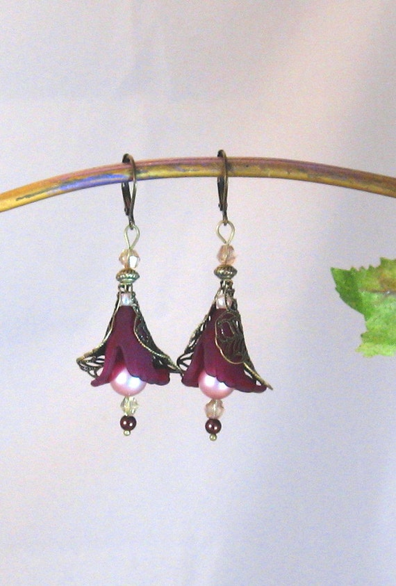 Plum Purple Calla Lily Flower Antiqued Brass, Crystal & Pearl Dangle Earrings, Plum Jewelry, Flower Jewelry, Summer, Purple Jewelry, Flowers